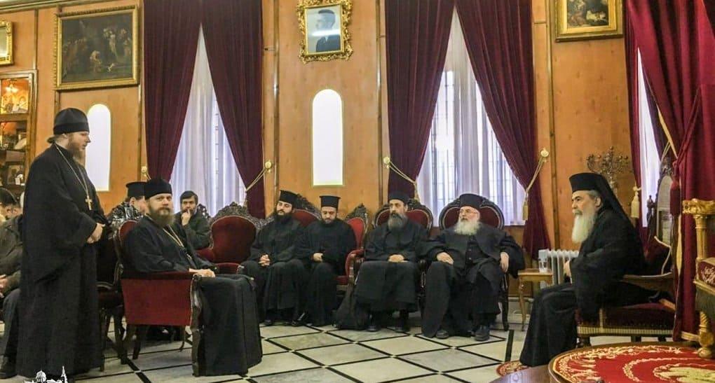 Патриарх Иерусалимский Феофил III благословил верующих канонической Церкви на Украине