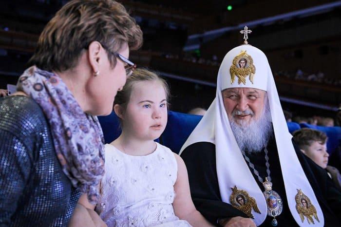 Патриарх Кирилл встретился с детьми, которые написали ему письма