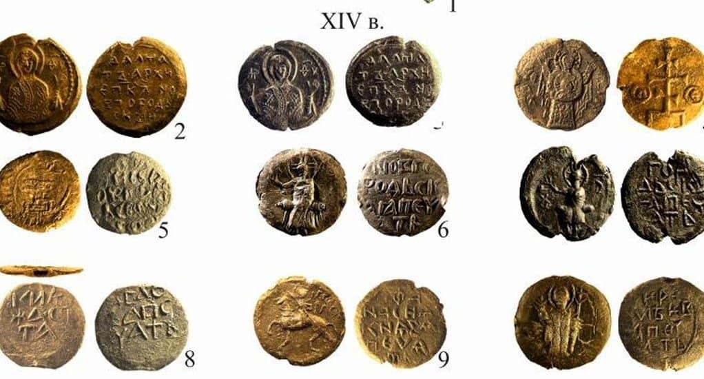 Древние печати с изображением Христа и Богородицы нашли в Новгороде