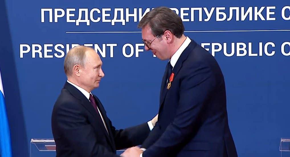 Президент России наградил главу Сербии орденом Александра Невского