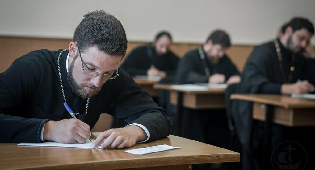 В СПбДА занялись системным изучением церковного права