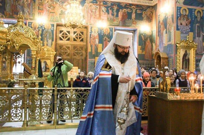 Митрополит Смоленский Исидор навестил в больнице пострадавших в ДТП под Калугой