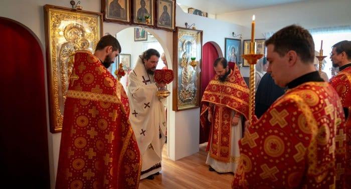Патриарший экзарх в Юго-Восточной Азии совершил первую Литургию
