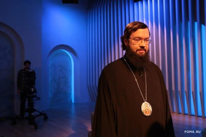 Любовь к Богу и к ближнему - два крыла, которые должны нести человека в Царство Небесное, - архиепископ Антоний (Венский и Будапештский)