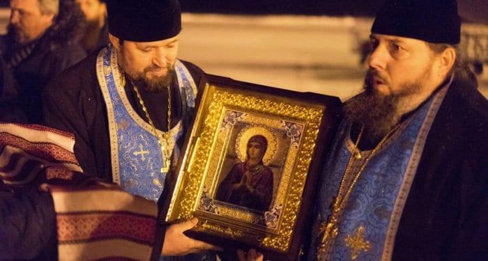 В Магнитогорск принесли мироточивую икону, список которой уцелел при взрыве газа в одном из домов