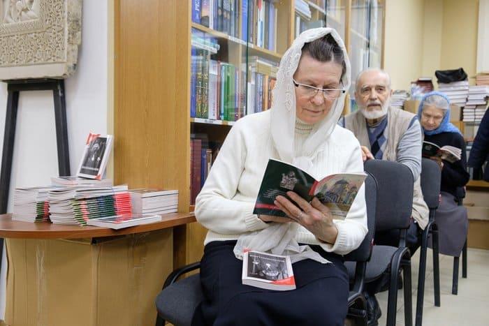 Представлены книги с воспоминаниями о святителе Иоанне Шанхайском и его помощи людям