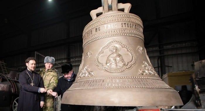 На звонницу главного храма Росгвардии установили 14 колоколов