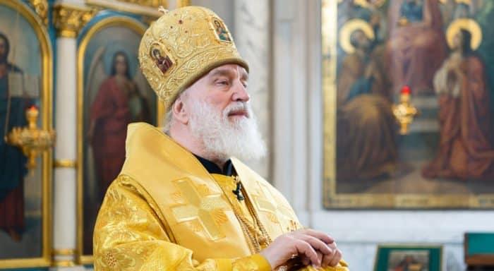 Митрополит Минский Павел молится об убитых и раненых в школе Столбцов