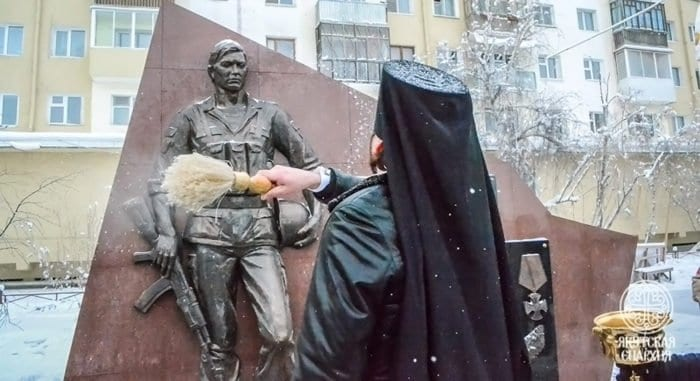 Памятник участникам Афганской войны открыли и освятили в Якутске