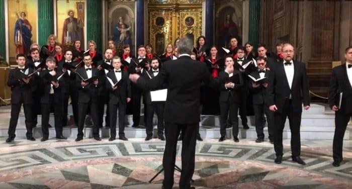 В Петербургской епархии сочли неуместным как саму песню о бомбардировке США, так и то, что ее спели в Исаакиевском собор...