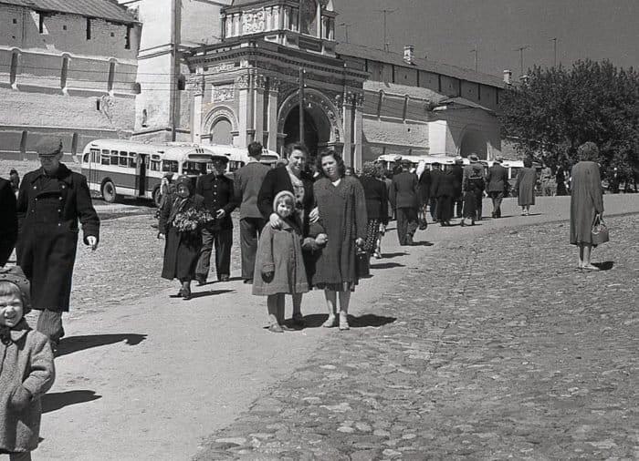 «Мы пробивались к церкви через кордон милиции»: священники о том, как они в первый раз оказались в храме