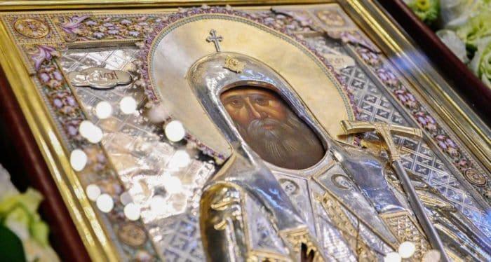 Церковь празднует обретение мощей святого патриарха Тихона