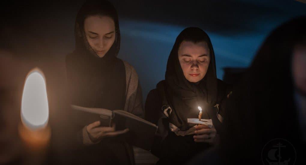 Можно ли держать зажженные свечи во время чтенияканона Андрея Критского?