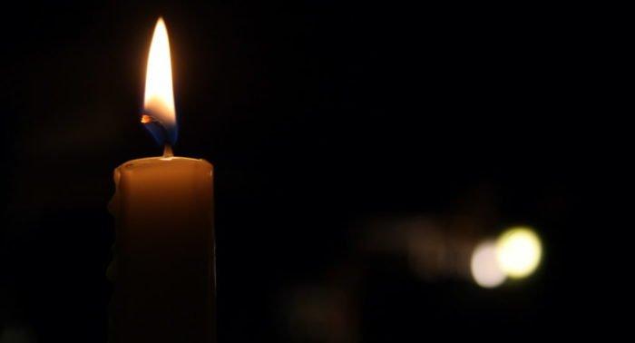 После похорон свеча подожгла бабушкино фото. Это знак?
