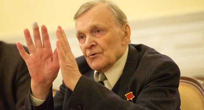 Писатель-фронтовик Юрий Бондарев отмечает 95-летие