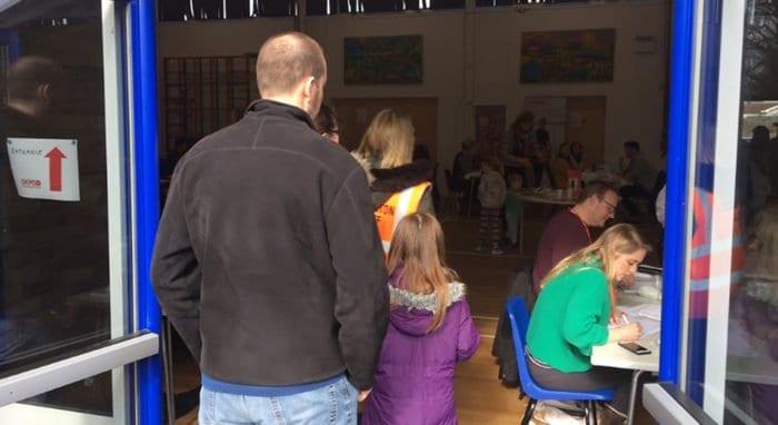 Тысячи жителей английского Вустера встали в очередь, чтобы стать донорами для тяжелобольного ребенка