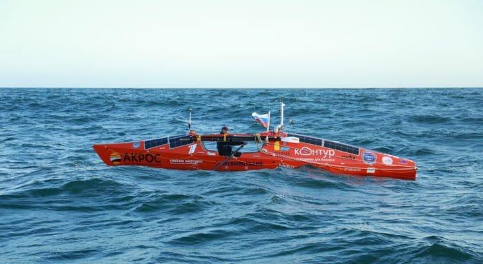 Несколько мировых рекордов установил на весельной лодке отец Федор Конюхов