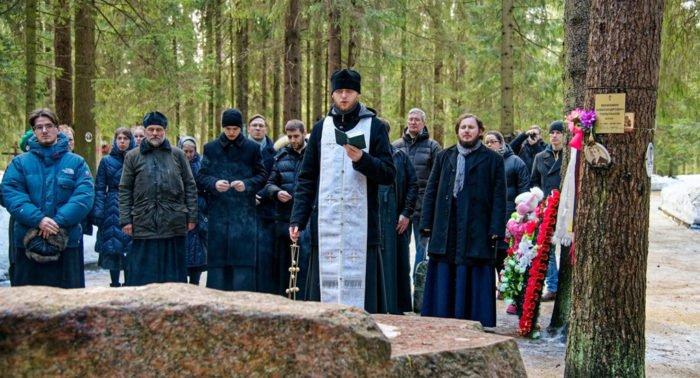В Левашово помолились о выпускниках СПбДА, убитых в годы репрессий