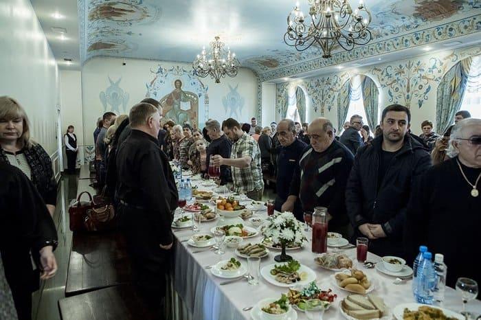Во всех храмах Кузбасса помолились о погибших год назад в ТРЦ «Зимняя вишня»