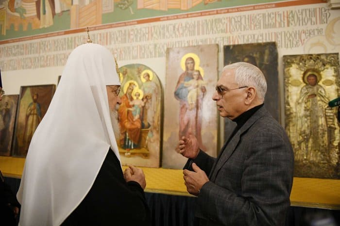 Русской Церкви передали 10 старинных икон, хранившихся на «Мосфильме»