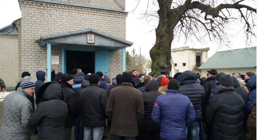 В трех областях Украины захвачены четыре храма канонической Церкви