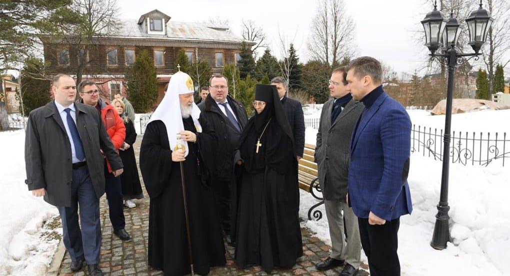 Владимир Мединский и патриарх Кирилл высоко оценили реставрацию Зосимовой пустыни в Новой Москве