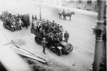 Группы обвиняемых по делу об изъятии церковных ценностей в грузовиках. Июнь 1922