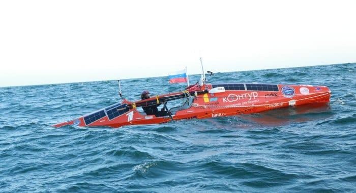 Лодку отца Федора Конюхова трижды перевернуло в Южном океане