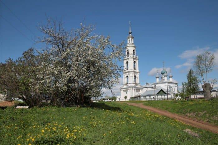 Весна и храмы: 30 фото заповедных мест России