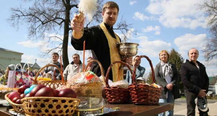 Роспотребнадзор рассказал, как выбрать куличи, яйца и творог к Пасхе