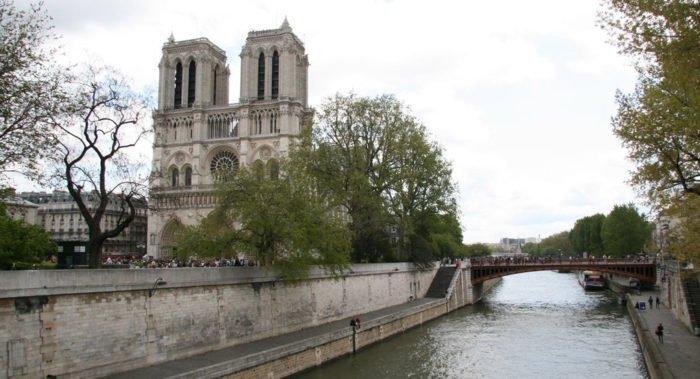 На восстановление Нотр-Дам-де-Пари обещали пожертвовать около миллиарда евро