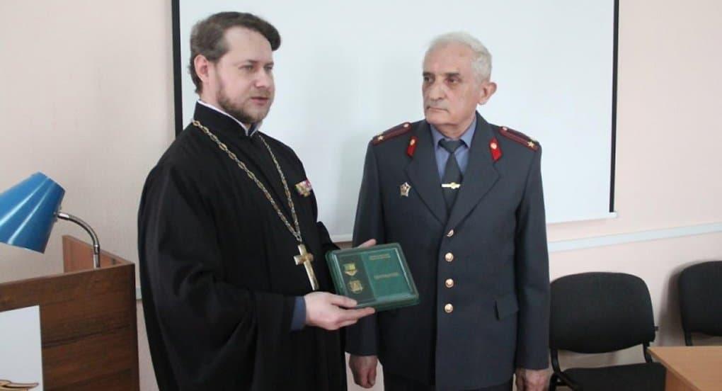 Бывшего криминалиста наградили медалью за помощь в поиске мощей святого Олега Брянского