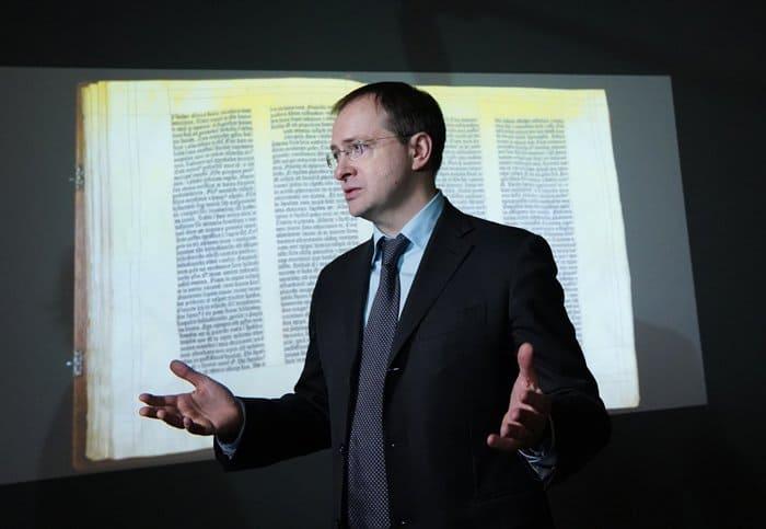 В Москве показывают уникальную Библию Гутенберга, которую потом оцифруют
