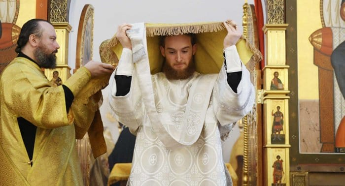 Синод предложил главам епархий духовно поддерживать новорукоположенных священников