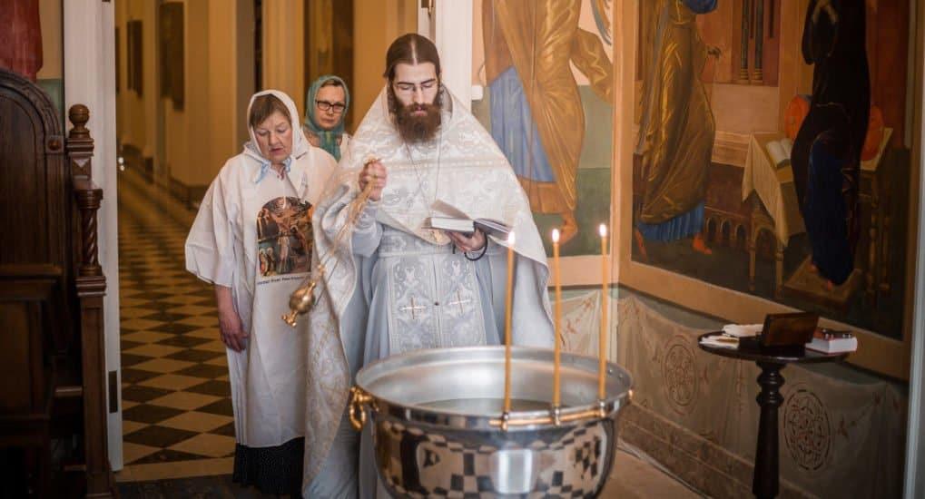 Можно ли креститься в57лет?
