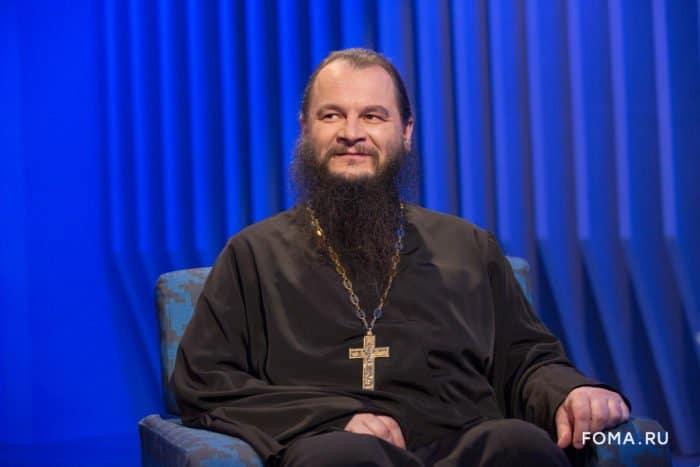 """Протоиерей Игорь Фомин: """"Не получится закурить, если попросить благословения у Бога"""""""