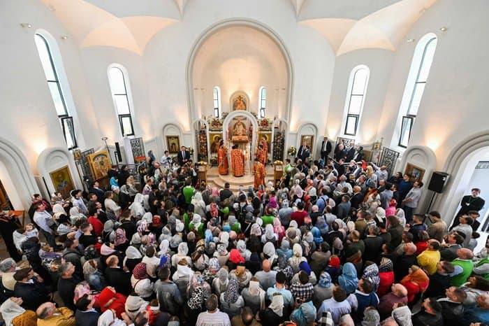 Патриарх Кирилл освятил в Страсбурге русский храм Всех святых