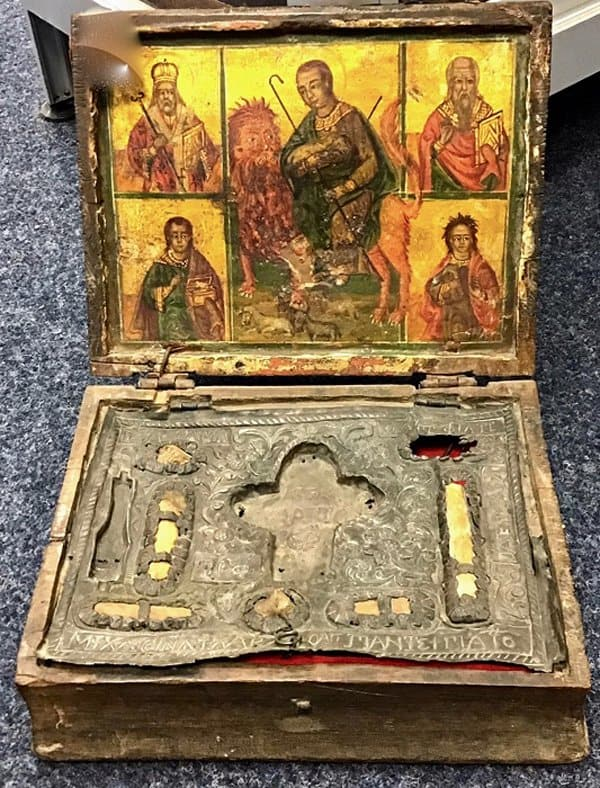 Похищенные с Кипра мощи святых спасли от продажи и вернули на родину