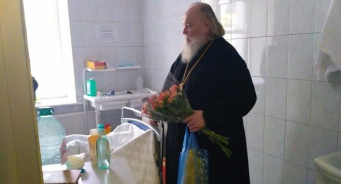 Священники продолжают поддерживать пострадавших в аэропорту «Шереметьево»
