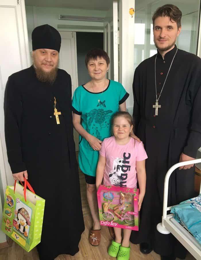 Священники продолжают помогать детям, пострадавшим при пожаре в храме под Челябинском