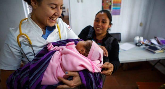 Зачем врач из России уехала помогать бедным в Гватемалу