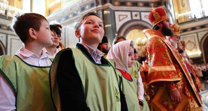 Патриарх Кирилл призвал создавать программы и готовить священников к работе с подростками на приходах