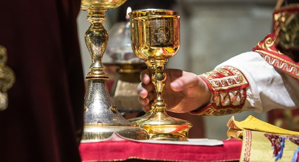 Никаких изменений в богослужении и посте в связи с коронавирусом пока нет, сообщили в Церкви