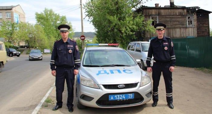 Двое полицейских спасли на пожаре в Чите семь человек