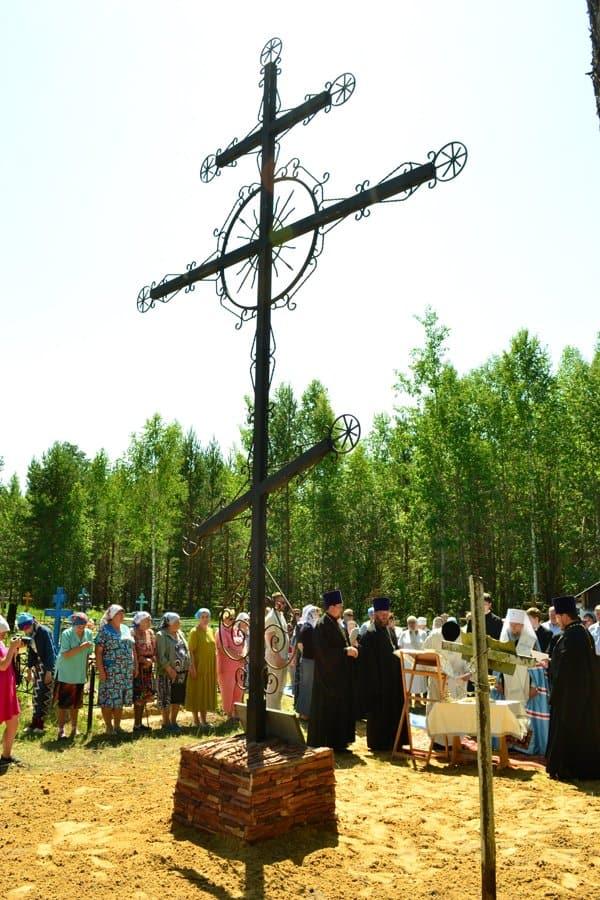 На месте захоронения узников Шингаринского лагеря освятили поклонный крест