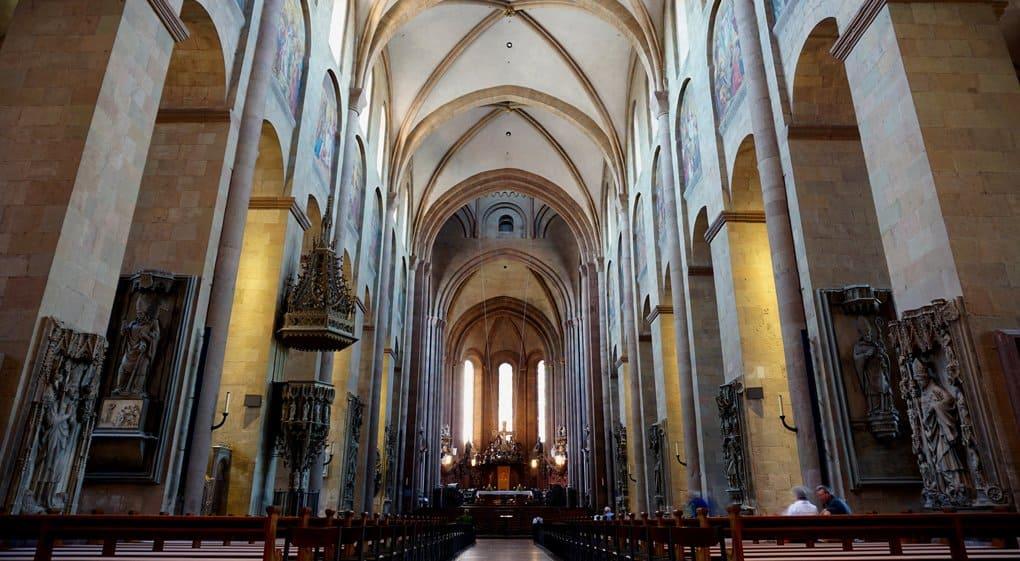 В тысячелетнем саркофаге из собора Майнца нашли, возможно, останки местного архиепископа
