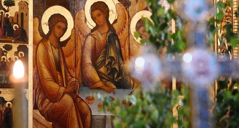 Православные празднуют день Святой Троицы, Пятидесятницу