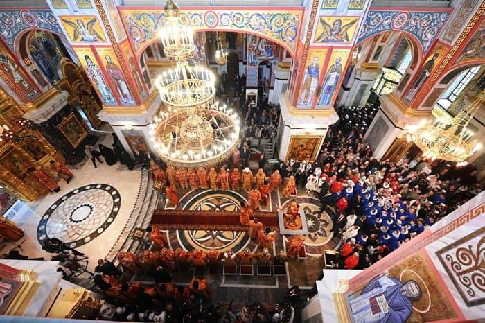 Патриарх Кирилл освятил главный храм Новодевичьего монастыря Петербурга