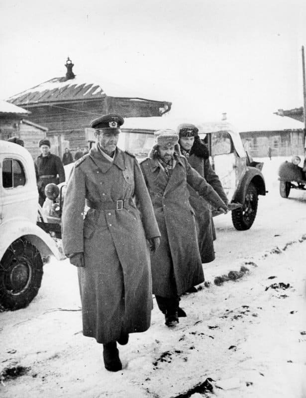 Пленный фельдмаршал Паулюс с офицерами его штаба под Сталинградом. 31.01.1943          Фото waralbum.ru