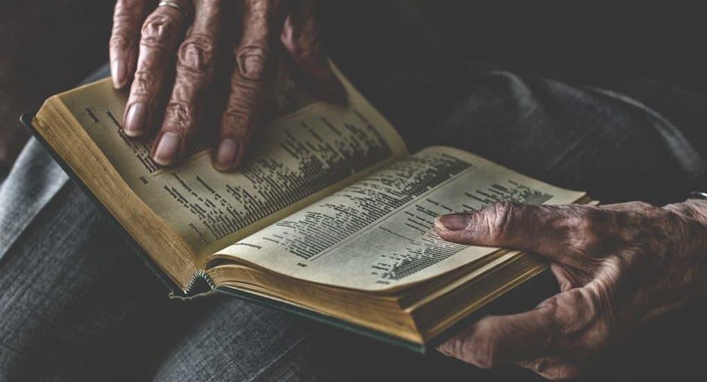 Моя бабушка научилась читать в 79 лет по Евангелию, — рассказ священника